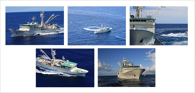 海に浮かぶ船の5つの写真